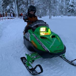 Kohale sõidutab meid:  Tulge lumisele Lapimaale! Valge pehme lumevaip imelise valgusmänguga ja loodusega. Külastame üht Põhjamaade suurimat lumelossi ning kõig